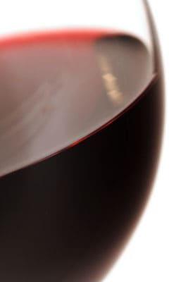 Et glas rødvin er ofte godt til grill